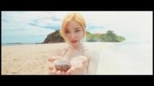 สุดแซ่บ ดีเจโซดา กับชุดว่ายน้ำท้าแดดริมหาดระยอง (ชมคลิป)