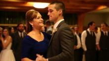 น่ารักจุง !! คู่แม่-ลูกร่วมแดนซ์กันกระจายในงานแต่งงาน