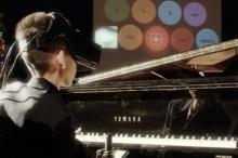 อึ้ง! เด็กญี่ปุ่นโชว์เทพ เล่นเปียโนผ่านแว่นตาโลกเสมือน