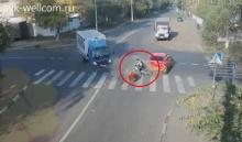 หวุดหวิด! คนขี่จักรยานรอดจากเหตุรถชน