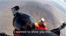 เซอร์ไพรส์เวอร์! หนุ่มขอสาวแต่งงานกลางความสูง 10,000 ฟุต!
