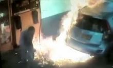 หนีตายระทึก!! เติมน้ำมันอยู่ดีๆ เกิดไฟลุกพึ่บไหม้รถทั้งคัน