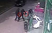 คลิปแฉโจรรัสเซียปล้นโหด จ่อยิงหัวเหยื่อ หลังเบิกเงิน 5 ล้านออกจากธนาคาร