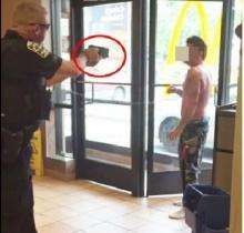 ระทึก!! ตร.ยิงปืนไฟฟ้าใส่หนุ่มคลั่ง 3-4 ครั้ง กลางร้านแม๊คโดนัลด์!!