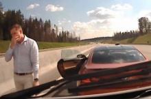 งงเลยดิ!! ชายหนุ่มขับ BMW ซิ่งปาดขวางหน้าให้รถพยาบาลจอด!??