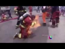 นาทีชีวิต!! นักดับเพลิงเข้าปฎิบัติหน้าที่แต่ดันถูกไฟคลอกเอง
