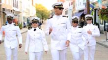 ทหารเรือมะกันพาสาว ๆกรี๊ด..แต่งเครื่องแบบโชว์สเต็ปแดนซ์