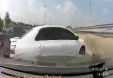 บทเรียนพวกจอมปาด ขับรถไม่มองคันอื่น สุดท้ายโดน!!