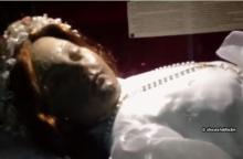 ไม่อยากเชื่อสายตาตัวเอง! แชร์กันว่อนเน็ตภาพ ศพเด็ก อายุกว่า 300 ปี ลืมตาขึ้นมาได้!