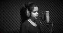 ไพเราะจับใจ เด็กสาวชาวกะเหรี่ยง ขับร้องเพลง พระราชาผู้ทรงธรรม