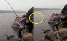 สติกระเจิง!! ชายคนนี้เย่อปลาริมโขดหิน เห็นท่าทุลักทุเลเหมือนจะพลาด แต่พอดึงขึ้นมา? (คลิป)