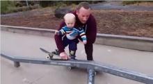 น่ารัก! คุณพ่อสอนลูกเล่นสเก็ตบอร์ด