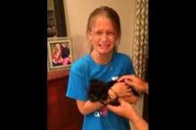 เด็กสาววัย 8 ขวบ ดีใจจนร้องไห้ที่ได้เจ้าหมาตัวน้อยเป็นของขวัญวันเกิด