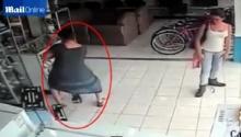 คลิปแฉจะจะ ผู้หญิงขโมยทีวีทั้งเครื่องแล้วเดินออกจากร้านไปได้ยังไง ?