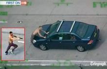 ระทึก 2 คนร้ายควงปืนจี้รถเก๋งกลางถนน ก่อนโดนรถพุ่งชน