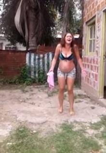 คุณป้าใจร้ายสาดน้ำร้อนใส่สาวท้องแก่ หลังทะเลาะเรื่องรั้ว?