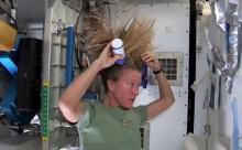 อยากรู้มั้ยนักบินอวกาศหญิงสระผมยังไง!??