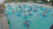 นางฟ้ามีจริง !!การ์ดในสระว่ายน้ำตาดี โดดลงไปช่วยเด็กจมน้ำภายในเสี้ยววินาที