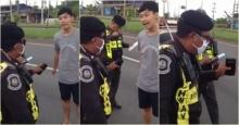 อีกราย!!! หนุ่มฉุนจัด เจอตำรวจขับเบียดเรียกตรวจ เกือบชนกลางถนน