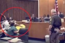 พ่อสุดแค้น พุ่งต่อยหน้าฆาตกรฆ่าลูก3ขวบกลางศาล