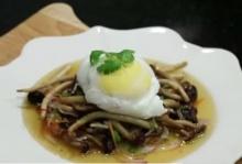 เมนูไข่อร่อยได้ไม่ง้อน้ำมัน ยำไข่ดาวน้ำกับเห็ดโคน ไข่ซูเฟลแฮมชีส