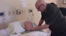 ซึ้งปนเศร้า!! คุณตา92ปี ร้องเพลงให้คู่ชีวิตฟัง ขณะที่เธอกำลังจะจากไป!!