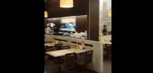 เจอแบบนี้มีเงิบบ ! นั่งกินข้าวในห้าง เจอหลังคารั่ว ฝนเทกระหน่ำ!แบบจะจะเลย
