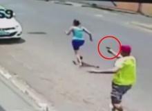 สุดช็อก!!ตำรวจสุดโหดไล่ยิงเมียกลางถนน รัว 11 นัดตายคาที่