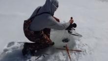 ตกปลากลางหิมะแต่ได้สิ่งนี้มาแทน!?