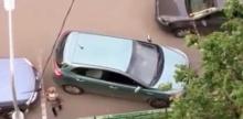แทบจะเลิกขับ...!! สองสาวถอยรถ ลุ้นจนกันตัวโก่ง แต่ว่าตอนจบมันทำให้เจ็บใจยิ่งกว่า