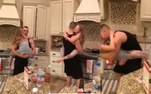 นึกว่า สามี กับ ลูกสาว กำลังทำอาหารเช้า !! แต่นี่คือภาพที่เข้าไปเจอ!