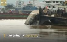 ช็อก! เหตุการณ์สุดระทึก เรือสินค้าชนโขดหิน คว่ำจมกลางแยงซี (มีคลิป)