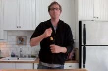 เปิดขวดเบียร์ด้วยแขน ทำได้ไงต้องดู!!!