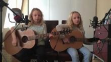 คลิกดูเลยแล้วจะรู้ว่าทำไม 2 สาวน้อยร้องเพลง Im Yours แล้วคนแห่ดูกว่า 2 ล้าน