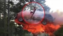 สุดระทึก!!! หนุ่มเสี่ยงตายโดดออกจากรถไฟไหม้พุ่งลงน้ำ!!
