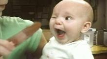 ชวนอมยิ้มไปกับคลิปนี้..จะเป็นอย่างไรเมือ่เบบี๋ ได้ชิมไอติมครั้งแรก!