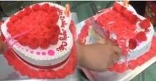 อิจฉาเลย!!เมื่อสาวผ่าเค้กวันเกิด ดีใจน้ำตาไหลเมื่อเจอสิ่งนี้ข้างใน!!
