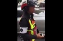 คลิปหนุ่มโดนตำรวจขู่จะถีบ ปัดกล้องหล่น