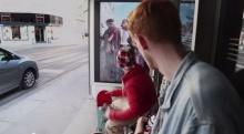 ซอมบี้เขย่าขวัญ!!! กลางป้ายรถเมล์