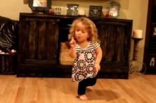 น่ารัก น่าหยิก! เด็ก5ขวบ แดนซ์กระจายเพลงดัง เทย์เลอร์ สวิฟต์ สุดเป๊ะ!!