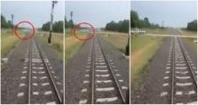 ระทึก!! ปิกอัพตัดหน้ารถไฟแบบกระชั้นชิด คนขับอุทานลั่น!!