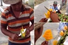 อเมซซิ่ง!พ่อค้าโชว์ปอกมะม่วงเป็นช่อดอกไม้!