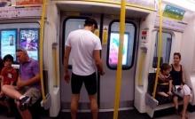 จะเป็นยังไง!? เมื่อชายคนหนึ่งท้าดวลความเร็วกับรถไฟใต้ดิน (ชมคลิป)