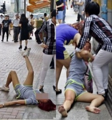 เป็นเอามาก!!! สาวคลั่งนอนดิ้นริมถนน เพราะถูกแฟนบอกเลิก!!