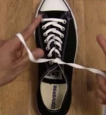 เทคนิคง่ายๆผูกเชือกรองเท้า ใน 1 วิ!!!!!