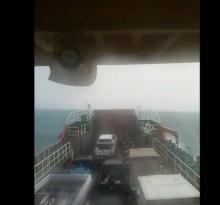 ระทึก! คลื่นยักษ์อ่าวไทยโถมซัดเรือเฟอร์รี่จนตะแคง @ เกาะเต่า
