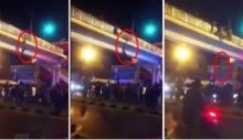วินาทีสุดระทึก!! ชายหนุ่มกระโดดสะพานลอยสามแยกบางบอน
