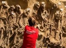 ผงะ!! ขุดพบสุสานหมู่ 200 ศพ กลางห้างกรุงปารีส
