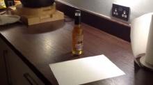 เป็นไปได้ เปิดขวดเบียร์ ด้วยกระดาษแผ่นเดียว!!
