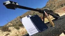 โหดเวอร์! จะเป็นไงถ้า Galaxy S6 edge ถูกยิงด้วยปืนไรเฟิล!